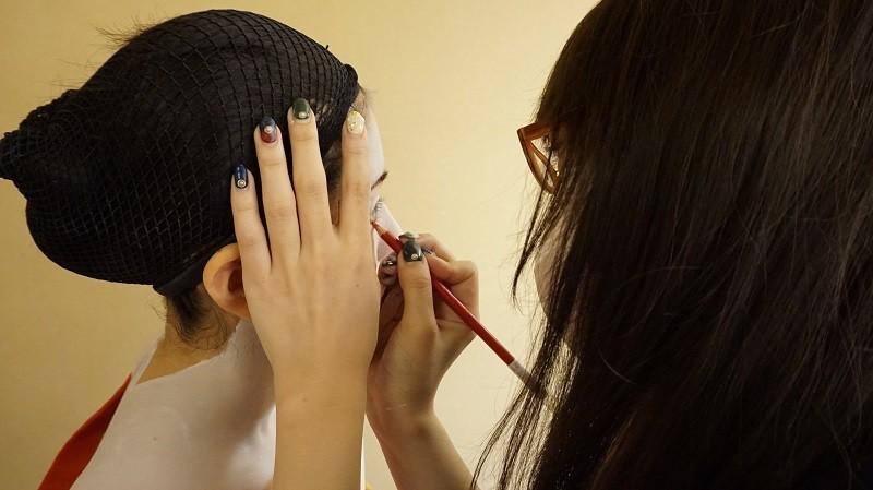 化妝師的指甲看起來很棒吧