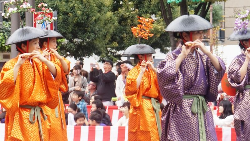 The furyu-odori dance,