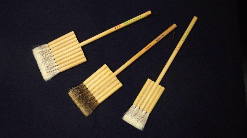 A mini broomstick?