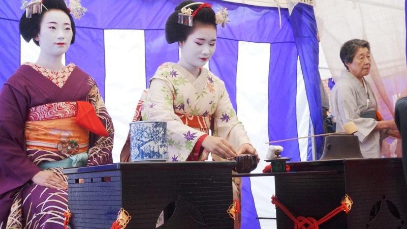 maiko prepare tea