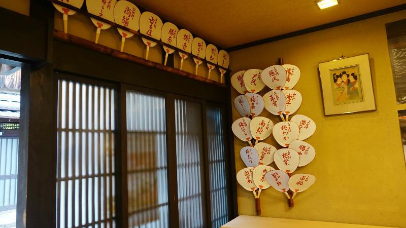 在店內可以看見舞伎迷的身影