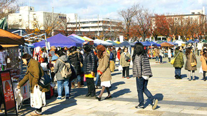 Umekoji park Handicrafts market