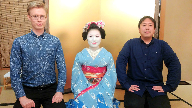 picture taken with the maiko