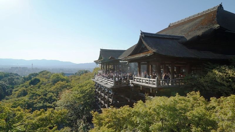 11:30 a.m. Let's go see Kiyomizu-dera Temple!