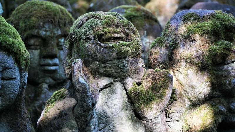 Buddhist rakan-statues
