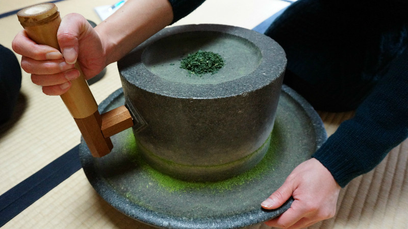 Making matcha powder