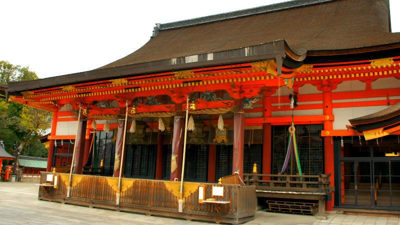 4:30 p.m. Let's pray at Yasaka Shrine!