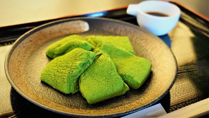 抹茶粉的蕨餅