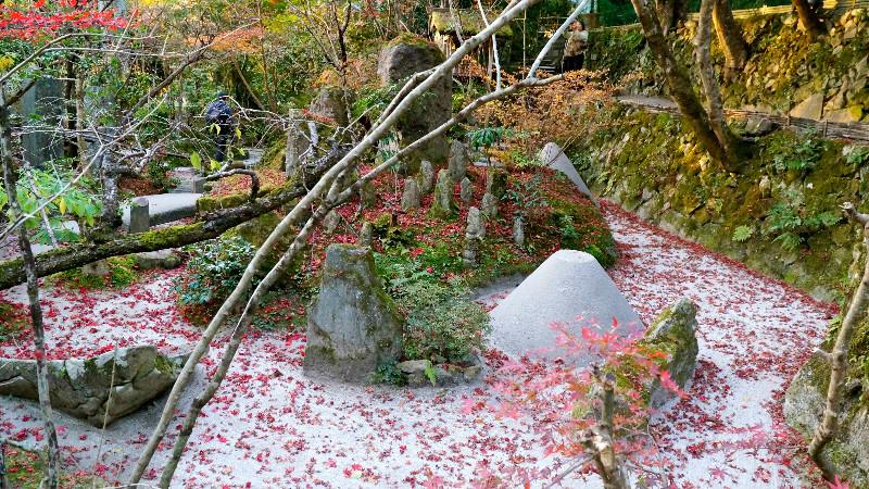 由於這座寺院擁有兩座庭園