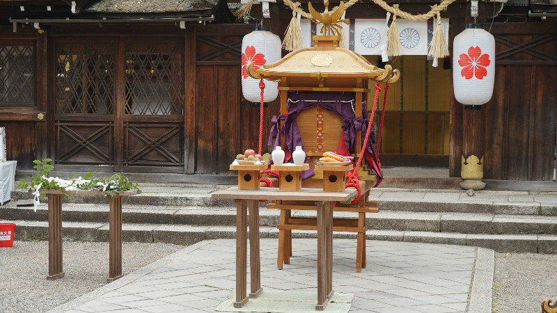 A portable shrine was put in front of the main hall