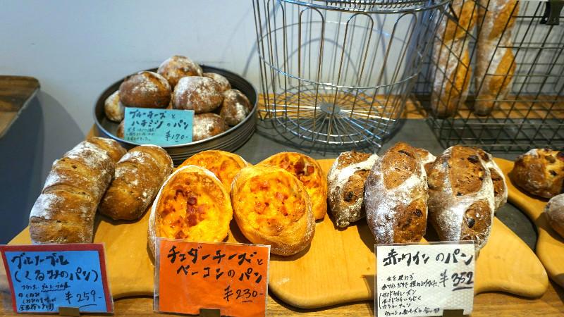 起士和料理而做成的麵包看起來超美味