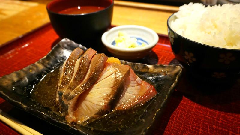 這是炙燒鰤魚的定食
