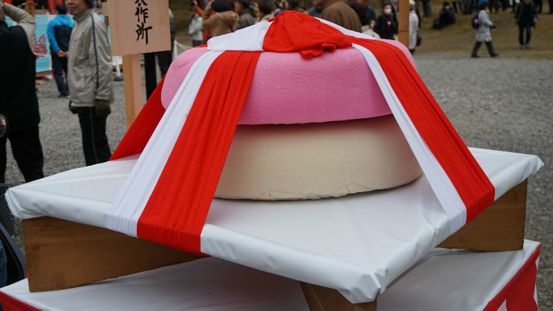 Round huge rice cake