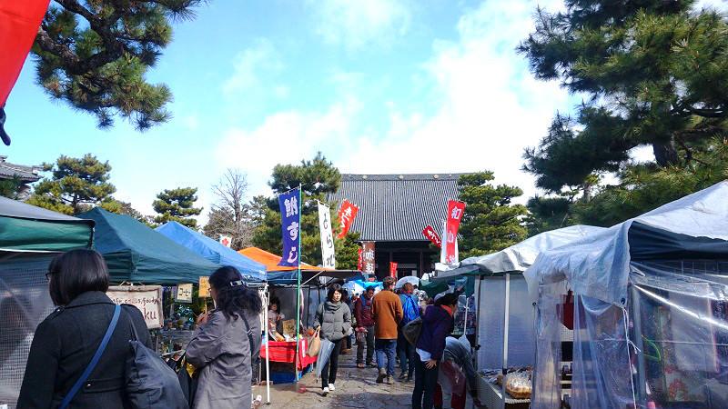 Hyakumanben Handicrafts market
