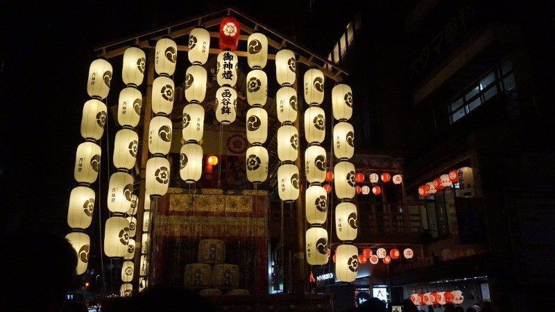 At night countless lanterns are lit