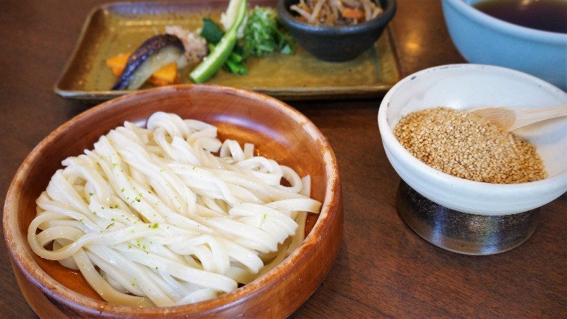 plateful of cold udon noodles
