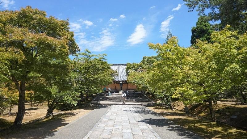 仁和寺的境內站大很寬廣