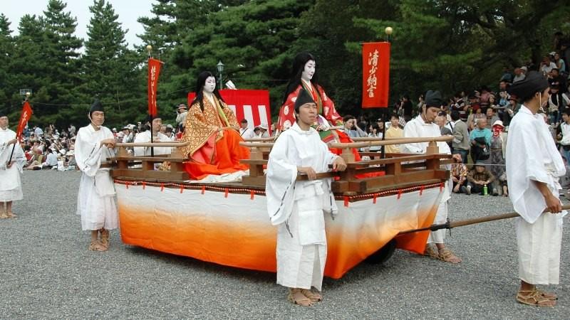 women's parade float