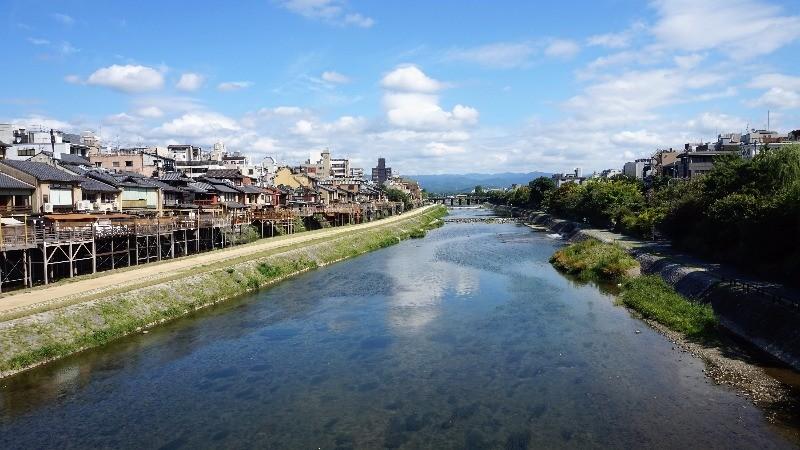 京都的天空好寬廣啊!