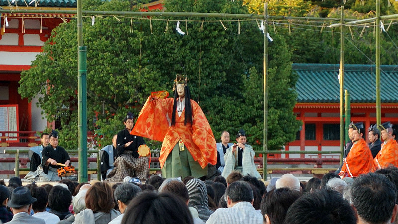 Noh player has come to the stage