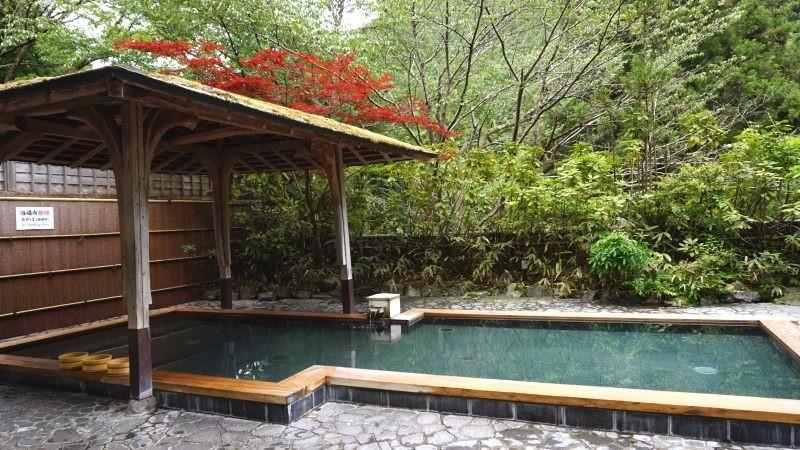 Bath in hot spring