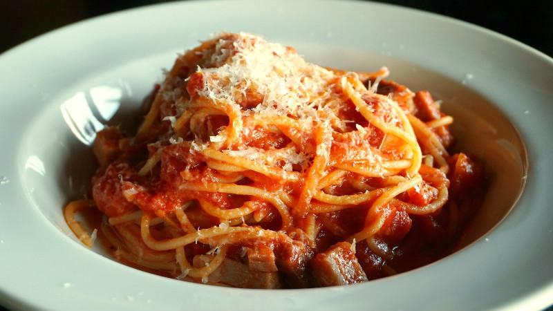 濃濃的起士和番茄口味義大利麵