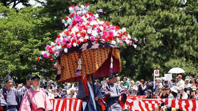 人造花所裝飾的風流傘