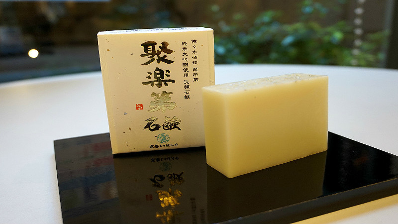 a soap bar using the high-quality sake Jurakuda