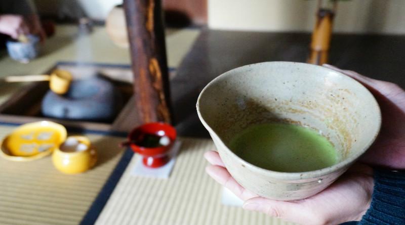 這是用我研磨的抹茶粉製作的淡抹茶