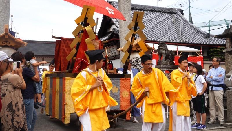 pull festival floats