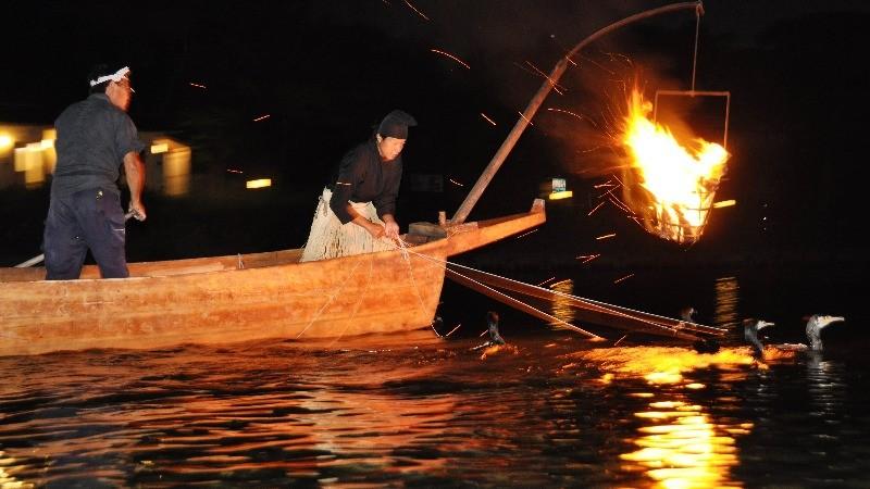搭船觀賞傳統的捕魚技巧