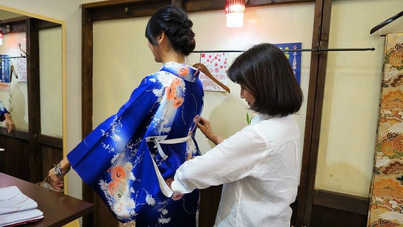try the kimono on