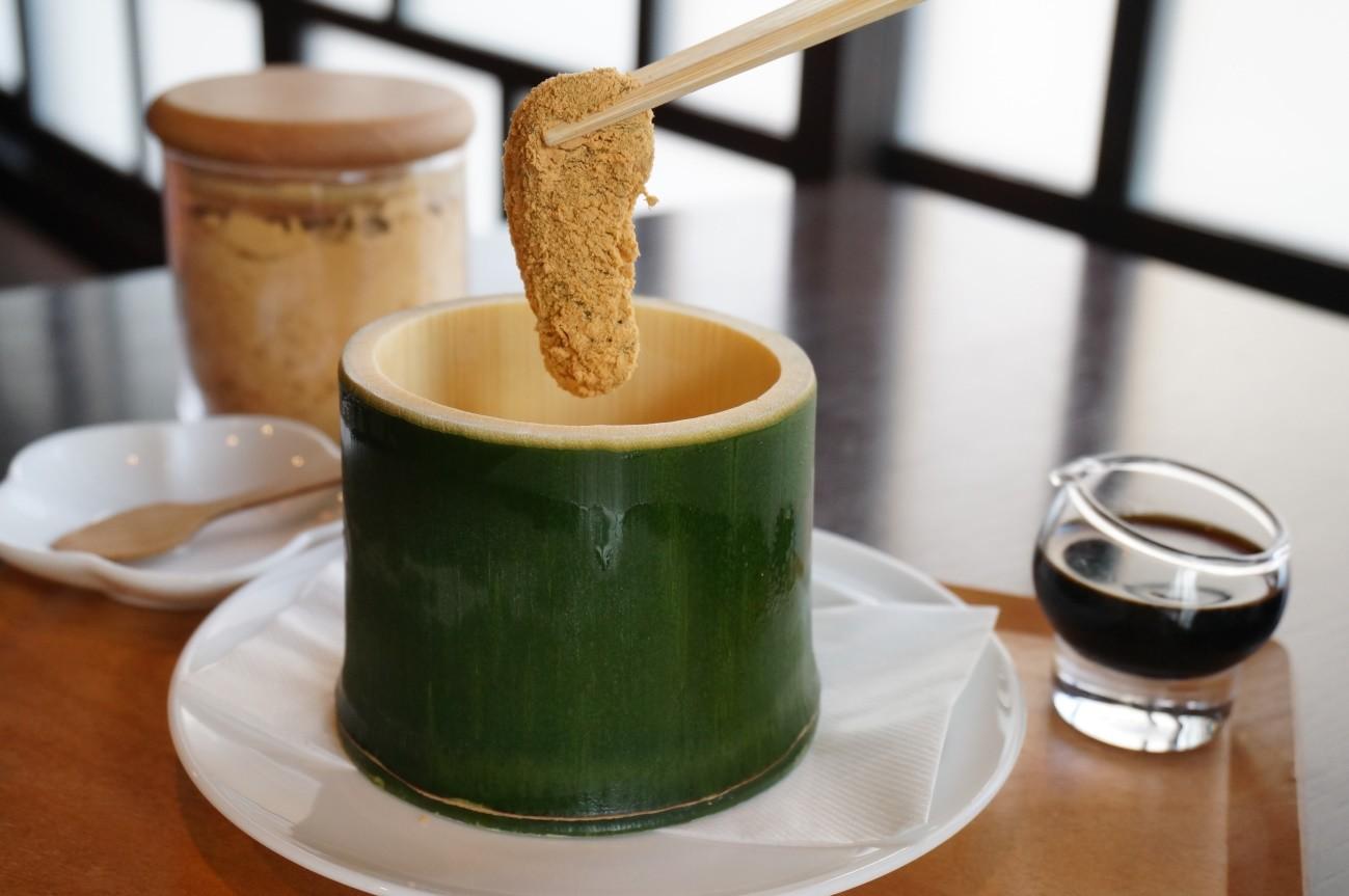 在這間店可嚐到使用自家煎焙的黃豆粉所做成的甜點