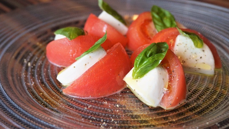 tomato and mozzarella cold platter
