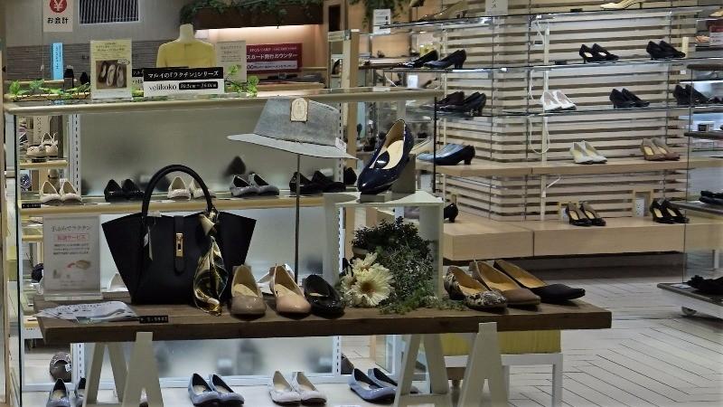 服裝和鞋子等裝櫃區