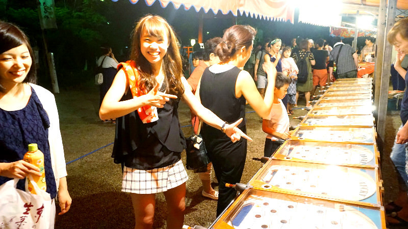 Shiho is playing a pinball-like game